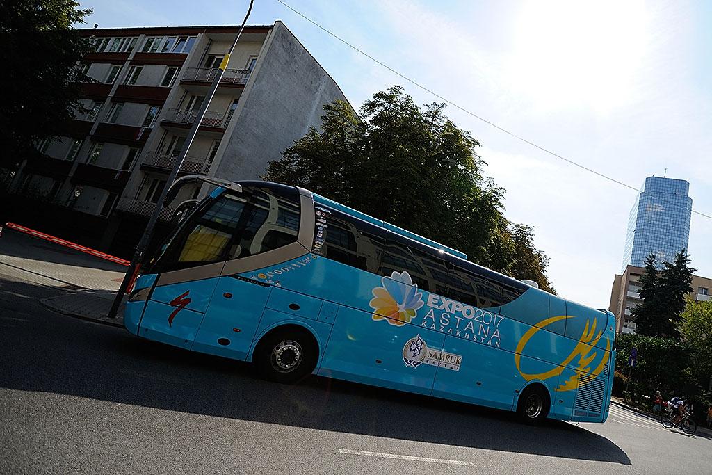 Autobus Astany zaparkowany wcentrum stolicy, Warszawa 2014